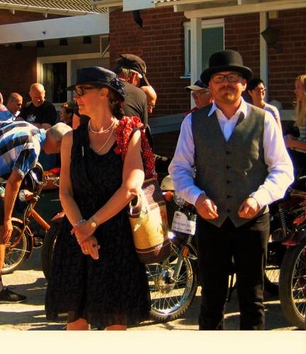 Stiligt par som är redo för att ta sig an rundan...