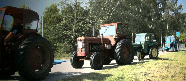 Sen fylldes det på med alla möjliga fordon, gammal som ung förare...