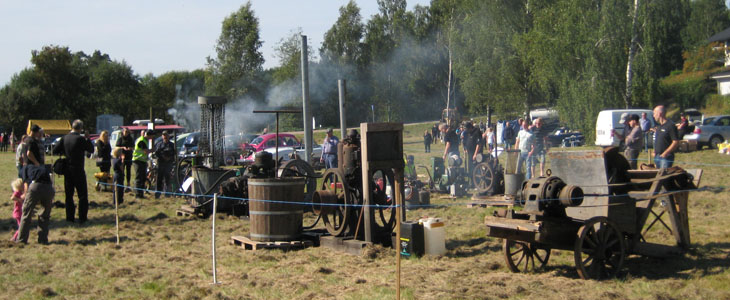 Vattenpumpar, ångmaskiner, motorer ja det var mycket som puttrade, stånkade och rök. Desto mer, desto bättre, desto roligare är det visst.