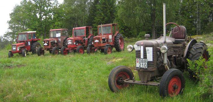 När bilgänget närmade sig Rakeryd, Örsås så hade traktor å moppegänget redan vart där en bra stund och väntat...