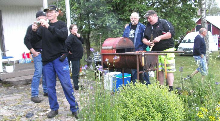 Grillmästare och servicegänget hade fullt upp att serva alla hungriga kunder