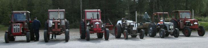 Även ett traktorgäng kom till start. Tyvärr hade traktorgänget ingen fotograf med sig så vi kan tyvärr inte förmedla själva resan. Men från bilgänget har vi lite bilder under färd.