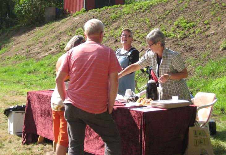 I år hade vi samarbete med Östra Frölundas Hembygdsförening som skötte kaffeserveringen. Å det gjorde de så bra så vi hoppas de vill det år 2013 också