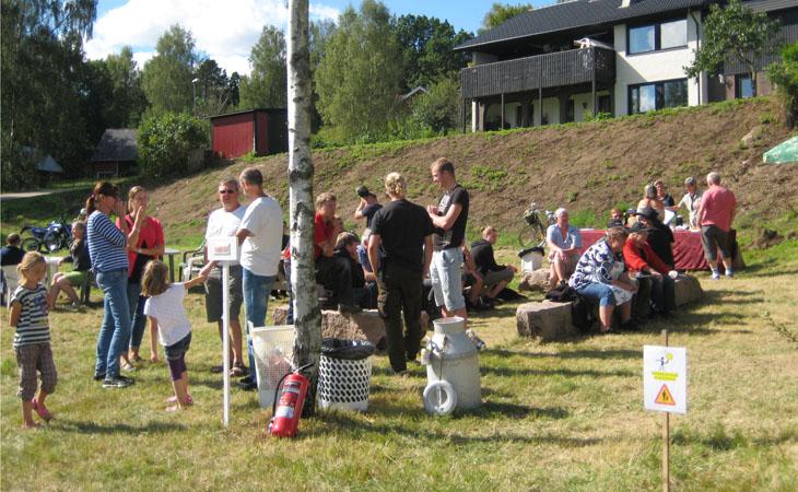 Fika/grillhörnan var en populär plats att ta sig en paus på och njuta av liv och rörelse.