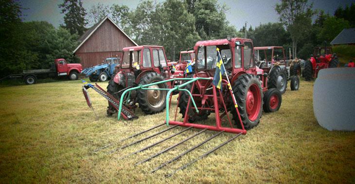Några hade till och med tagit med sig redskap till sina traktorer. Det var ett trevligt initiativ som vu uppmuntrar fler att göra framöver.