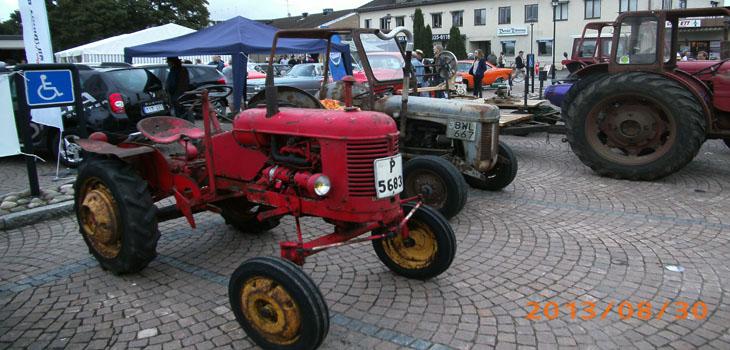 Jaha...det var nog första gången vi sett en traktor på handikapparkeringen
