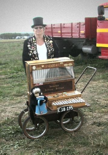 Det var inte bara maskiner å motorer av olika slag som gav ljuv musik från sig. Det fans föer som ville ha den platsen också.