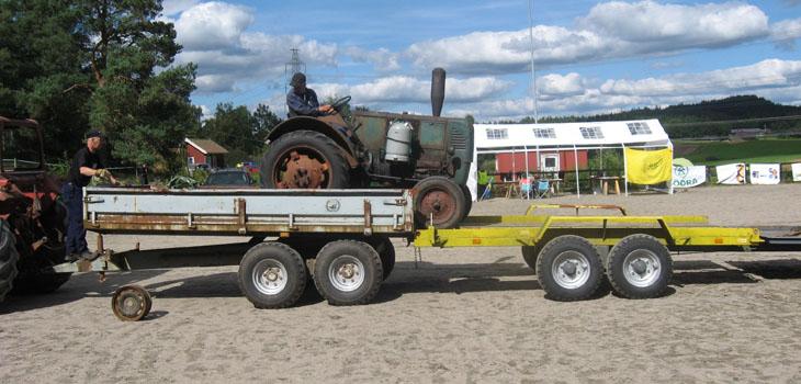 bland får man lasta från backe till traktorsläp och därefter till kärra för att få med sig allt...