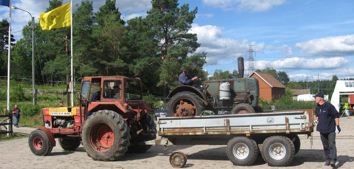 Å det gick fint även denna gång. Karl-Erik Karlsson ö Frölunda kom upp på kärran med sin traktor.