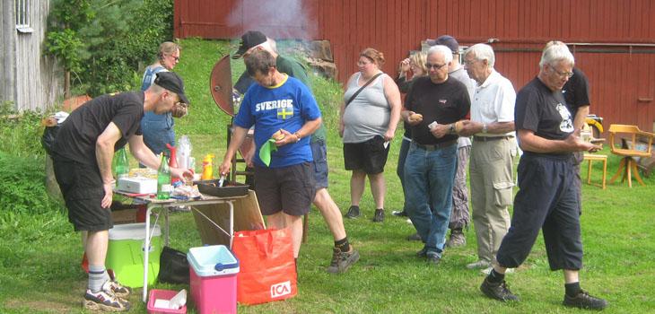 Vår kassör Bosse Persson stod i grillkassan och tog hand om hungriga och köpsugna deltagare.