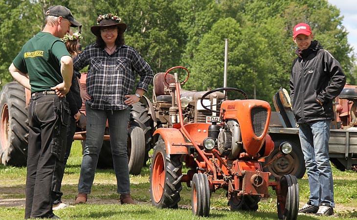 """Denna lilla traktor var väl gullig och häftig... """"Don efter person"""" Årets yngste förare Dennis Karlsson Holsljunga"""
