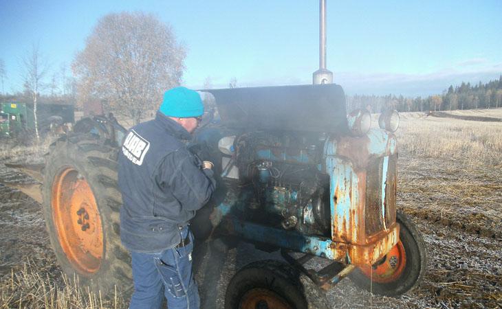 Efter denna dag så mådde inte traktorn så väl, utan hamnade hos dr mekaniker... har hörts av säker källa!